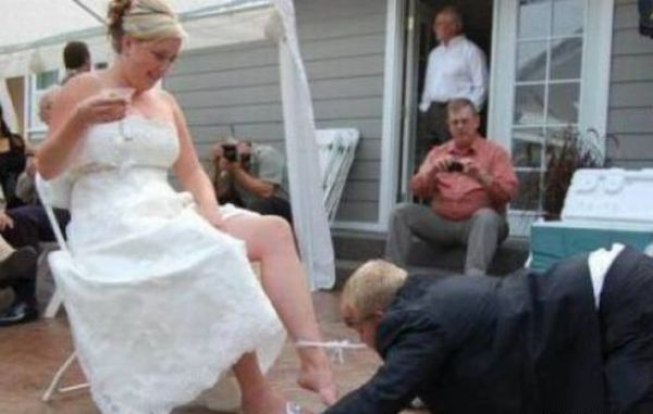 Embarrassing Garter Removals (48 pics)