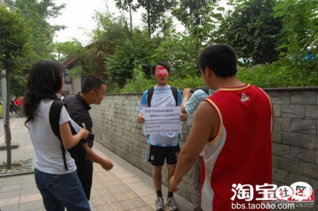 Chinese Weirdo Is the Biggest Fan of Argentina (6 pics)