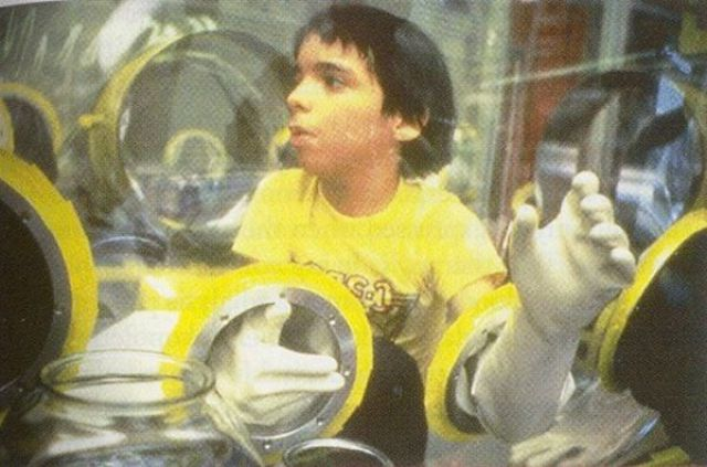 Boy Who Spent His Life in a Bubble (24 pics)