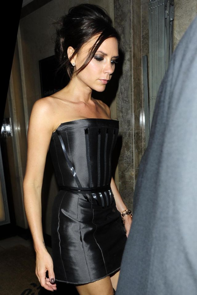 Skinny but Hot Victoria Beckham (9 pics)