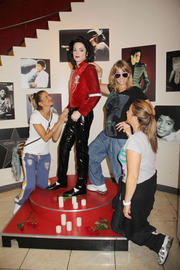Michael Jackson's Wax Figure Looks Freaking Scary (7 pics)