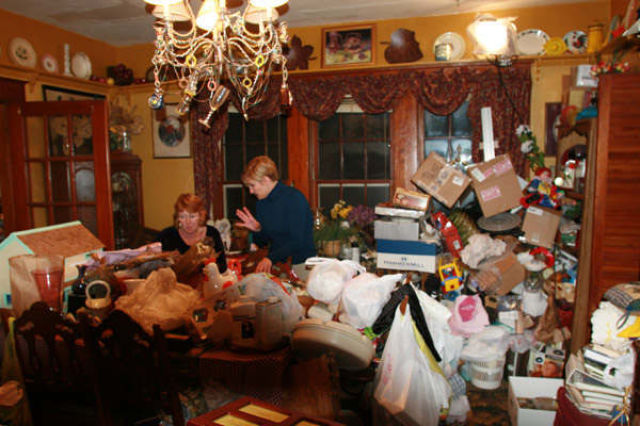 Inside a Hoarder's Home (22 pics)