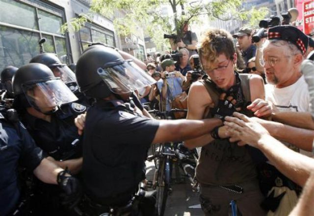 Not So Peaceful Protests (59 pics)