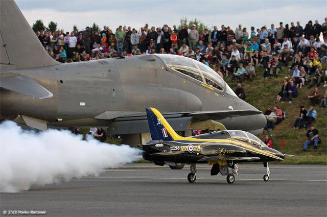 Show Flight of Light Combat Aircraft (28 pics)
