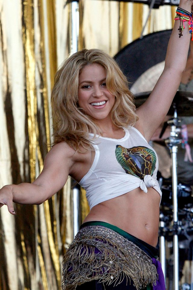 Sexy Shakira in Concert (11 pics)