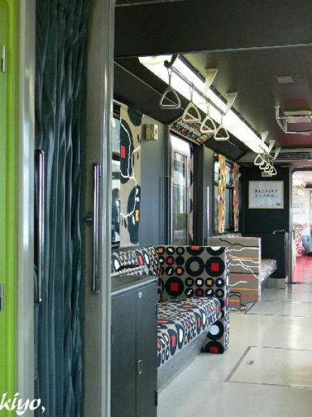 Unusual Japanese Subway (19 pics)