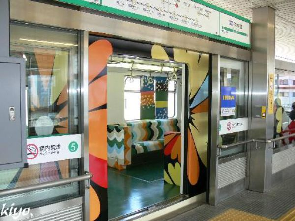 Unusual Japanese Subway (19 pics)