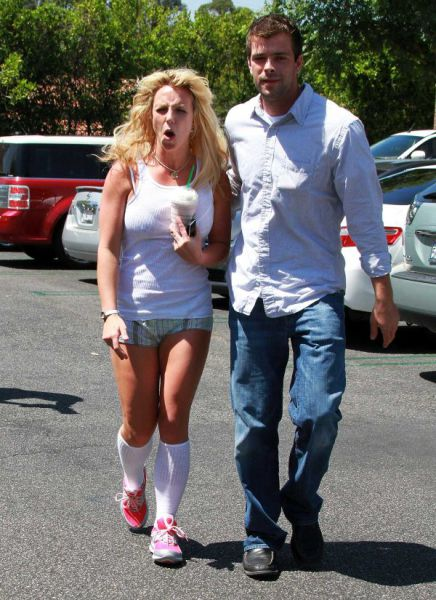 What Happens to Britney? (12 pics)
