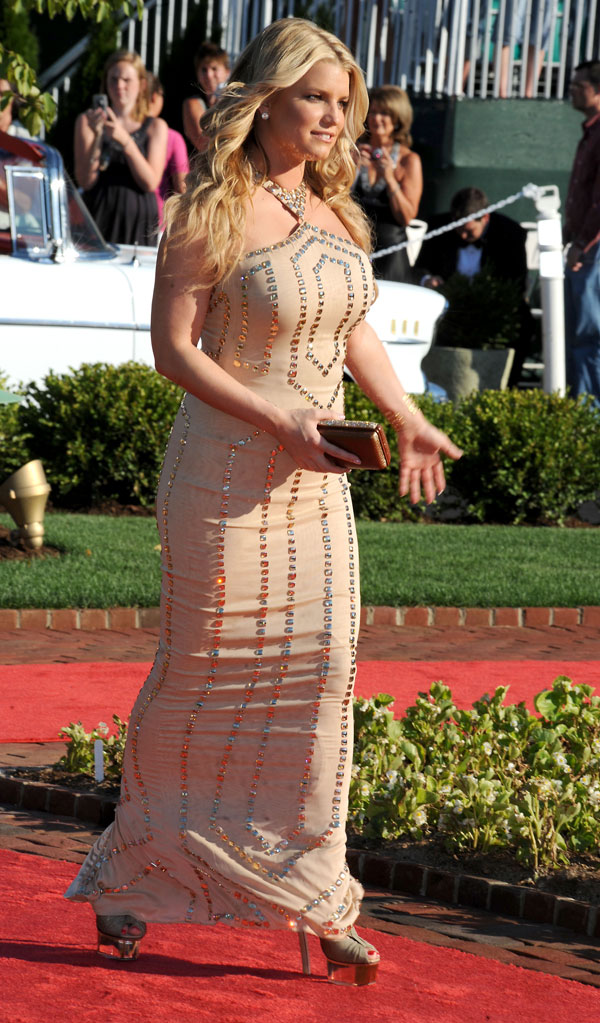 Jessica Simpson Got on Her Favourite Diet: Burgers and Cola (4 pics)