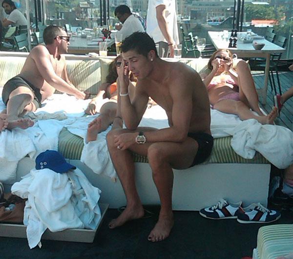 Cristiano Ronaldo on the Beach (12 pics)