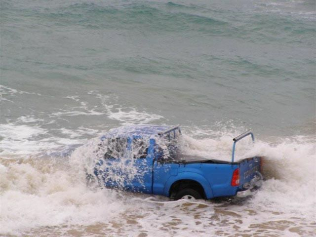 Cars in Hilarious and Weird Situations (83 pics)
