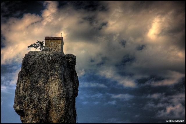 Churches on the Picturesque Georgian Rocks (12 pics)