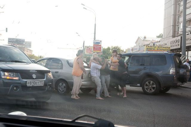 How Russian Drivers Solve Conflicts on the Road (12 pics)