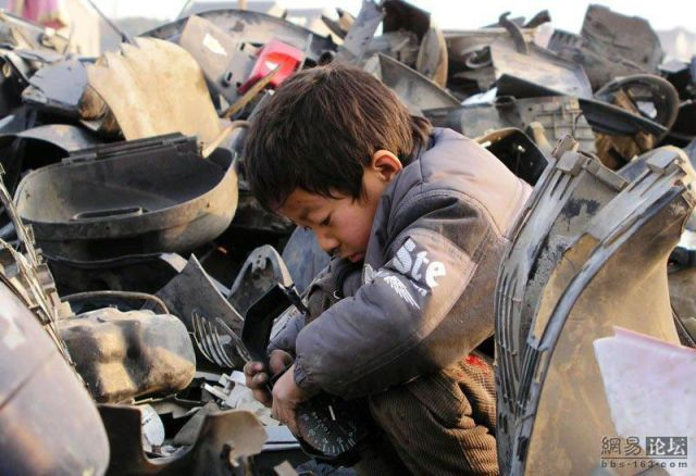 A Young Auto Mechanic from China (18 pics)