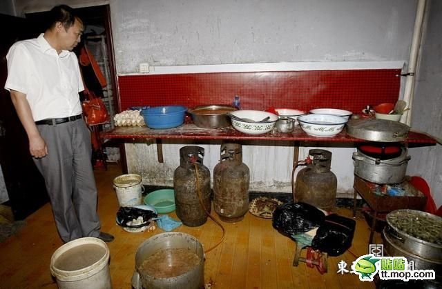 Chinese Underground Factory of Fine Food (12 pics)
