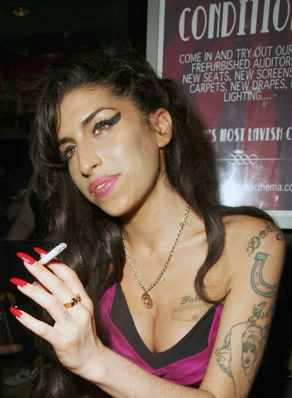 Amy Winehouse Looks Better Than Usual (5 pics)