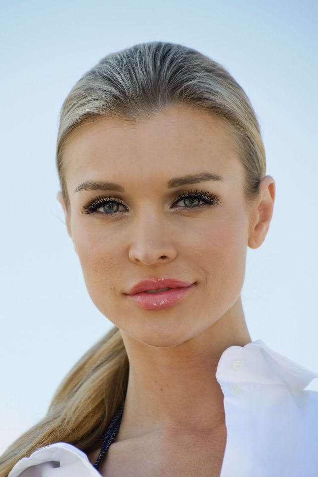 Joanna Krupa: Sexy, Beautiful And Elegant (13 Pics