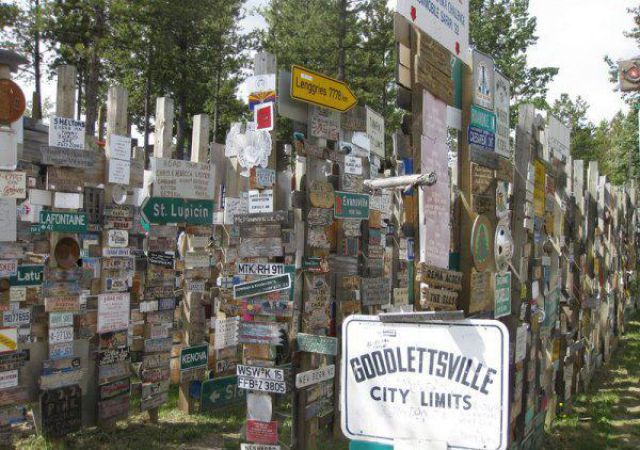 Sign Post Forest (10 pics)