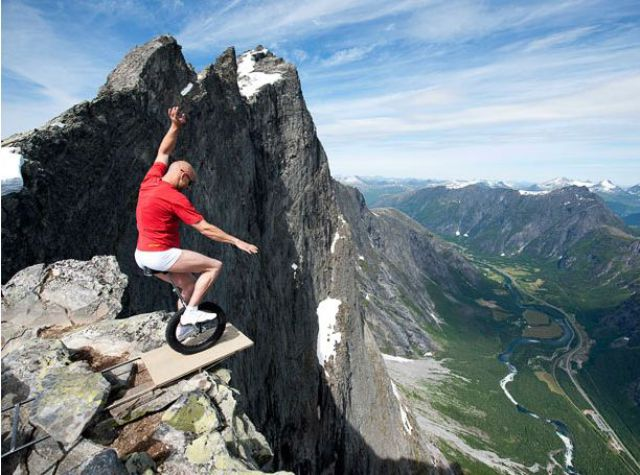 Balancing on the Edge (18 pics)