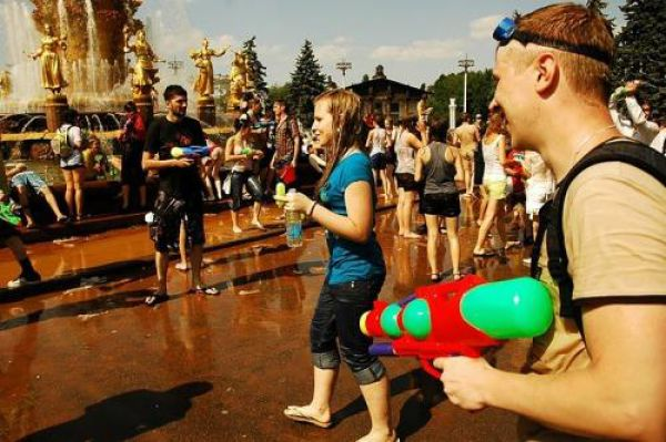 Water War on a Hot Summer Day (39 pics)