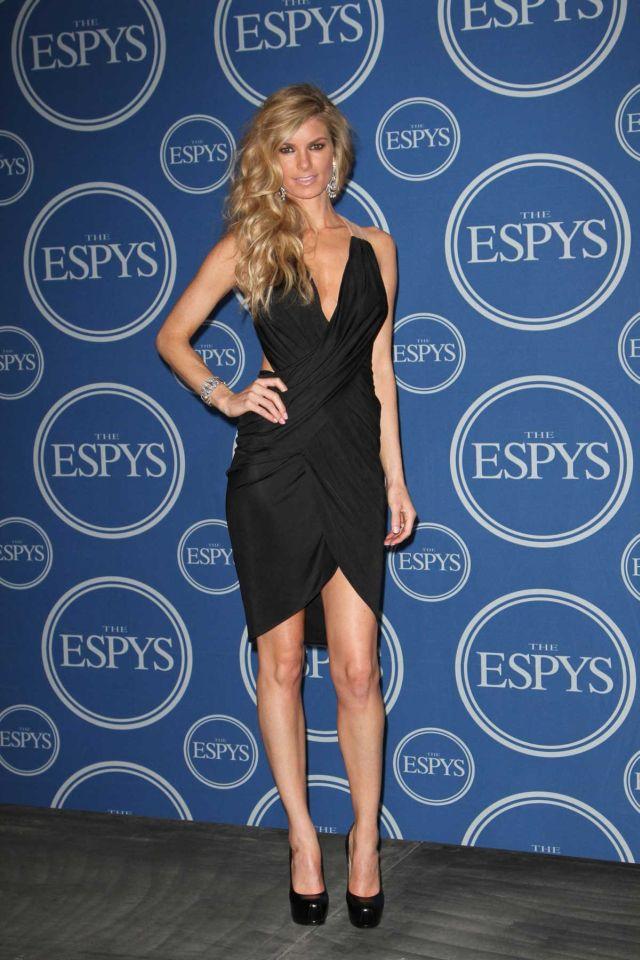 Marisa Miller's Sexy Back (9 pics)