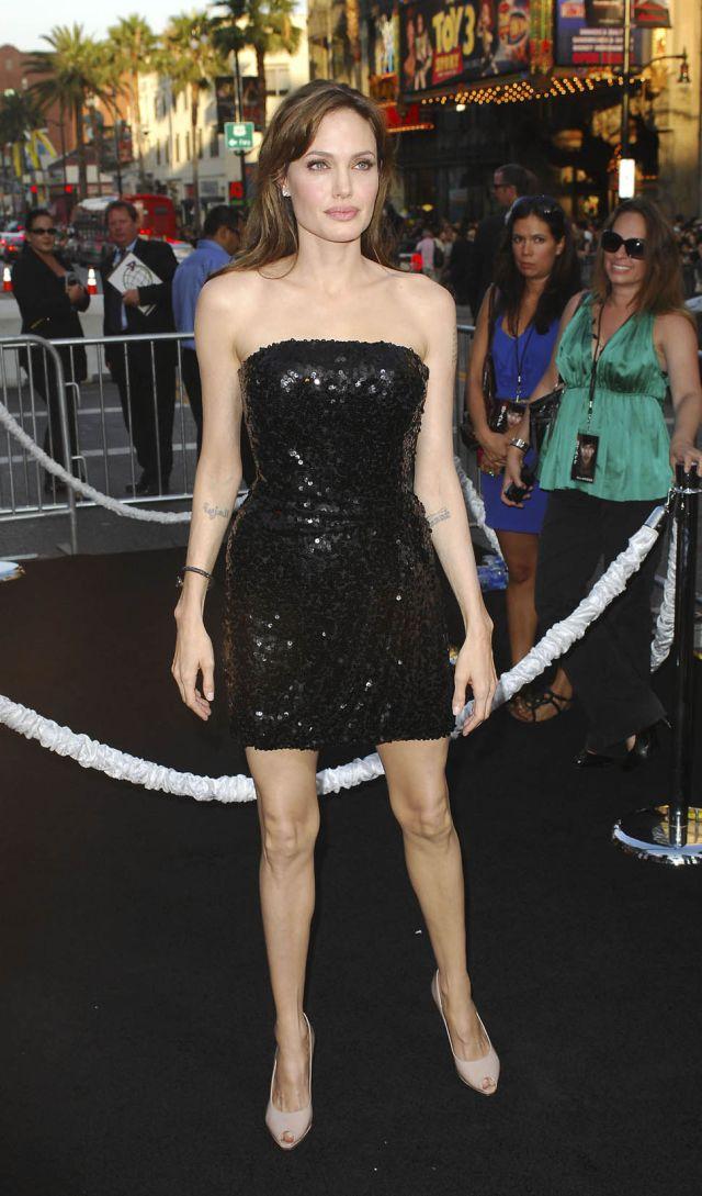 Angelina Jolie Still Got It (12 pics)