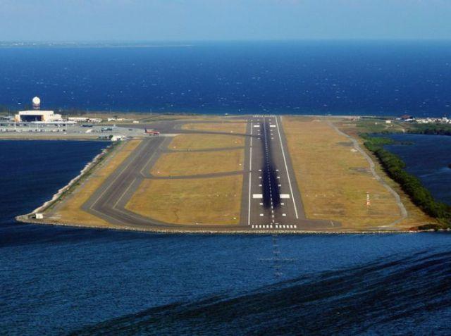 Great Aerial Photographs of Airport Runways (52 pics)