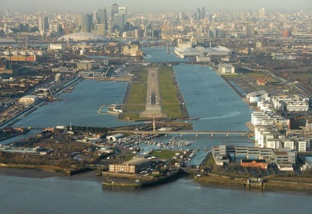 Great Aerial Photographs of Airport Runways (52 pics)