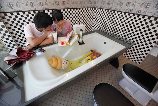 Restroom Restaurants in China (10 pics)