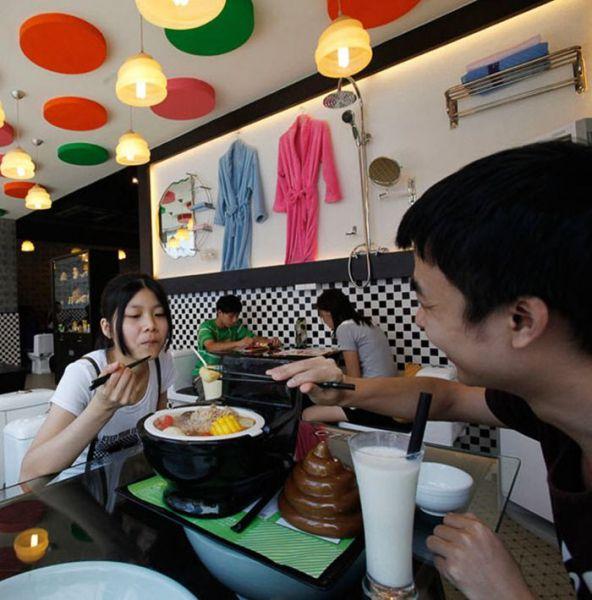 Restroom Restaurants in China (10 pics)