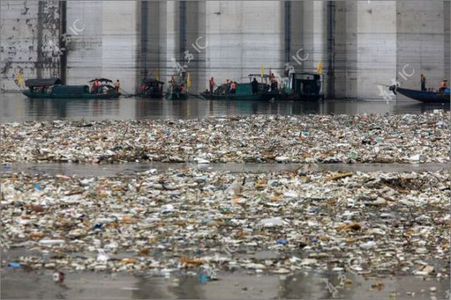 China Covered in Garbage (17 pics)