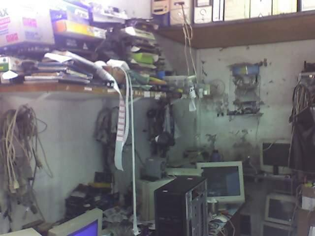 Believe it or not, This is a Computers Workshop. (9 pics)