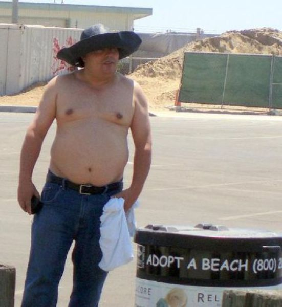The Weirdest People on American Beaches (44 pics)