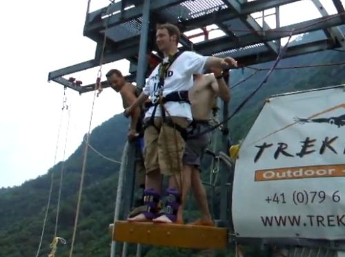 Bungee jumping for extreme lovers