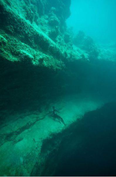 This is Bahamas Underwater (22 pics)