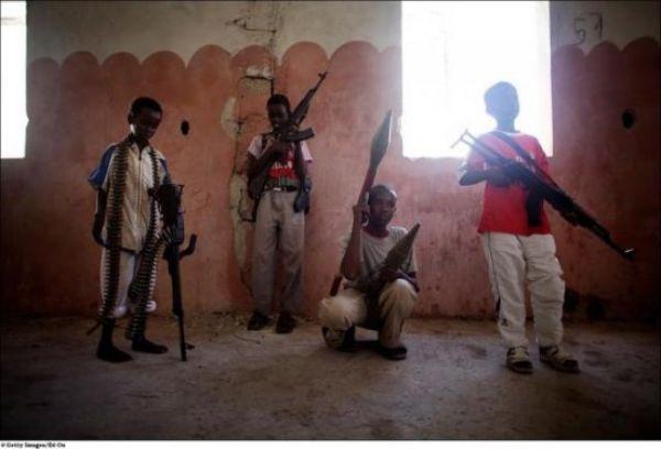 Kids with Guns (16 pics)