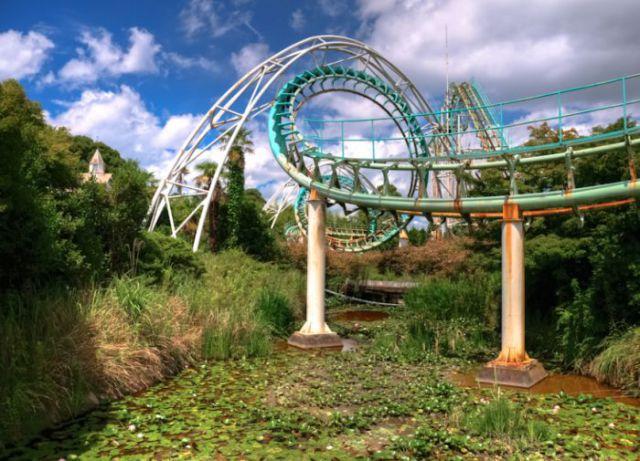 abandoned japanese theme park - photo #5