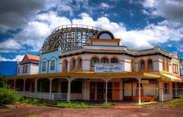 Abandoned Japanese Theme Park (52 pics)