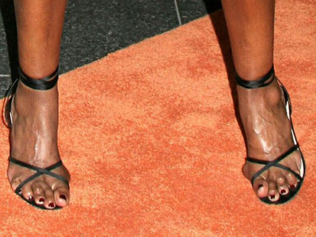 Famous Women with Ugly Feet (21 pics)