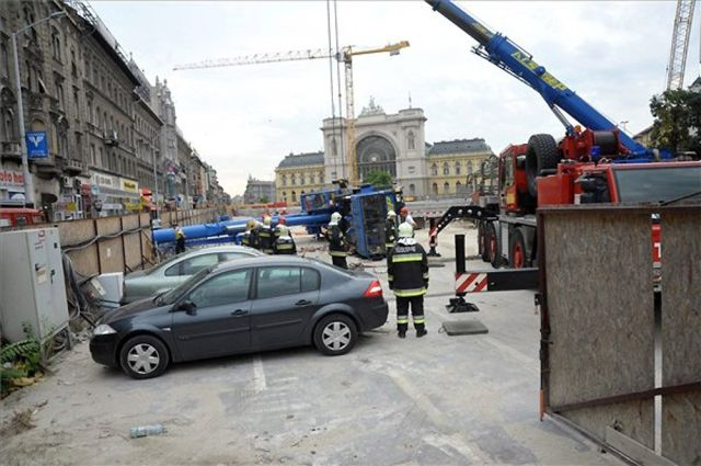 Dangerous Car Parking (7 pics)