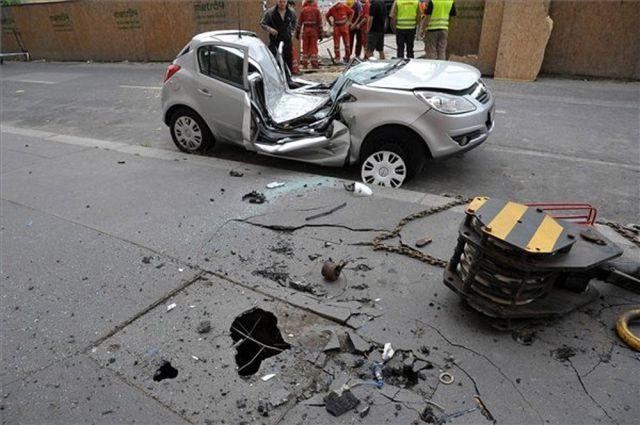 Dangerous Car Parking (7 pics)