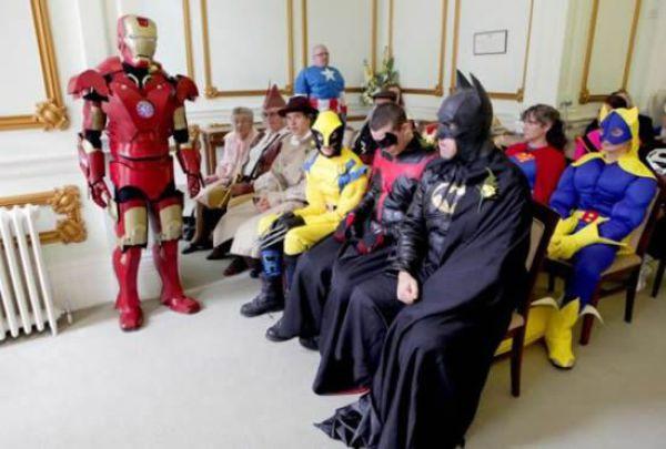 Batman Finally Marries (7 pics)