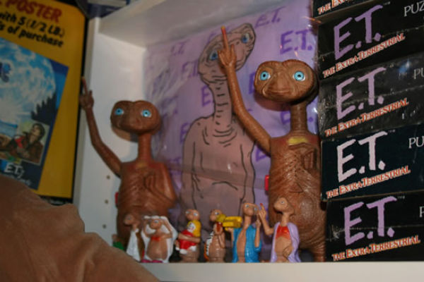The Biggest Fan of E.T. in the World (8 pics)