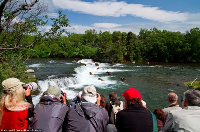 Fabulous Fishing Fest That Attracts Foreign Tourists (16 pics)
