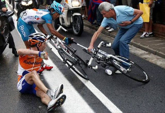 Bike Crashes at Tour de France (20 pics)
