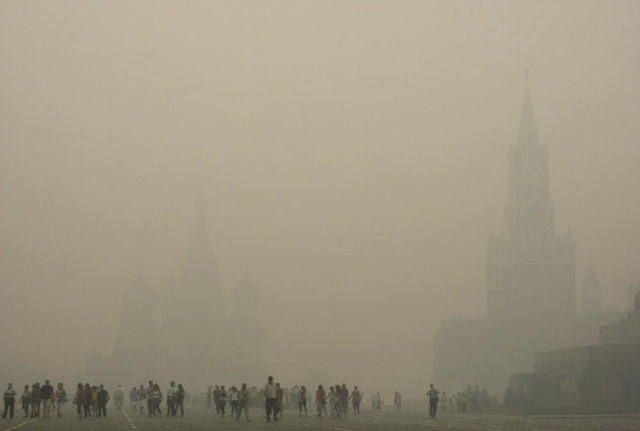 Chocking in Moscow Smog (28 pics)