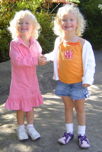 Such Sweet Twins (17 pics)