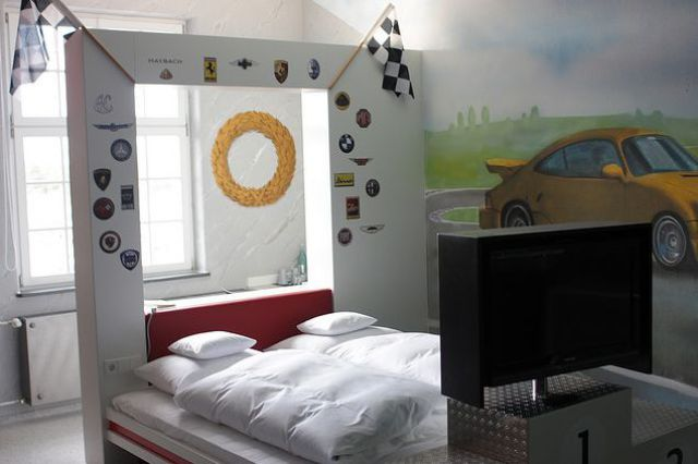 A Hotel for Auto Enthusiasts (19 pics)