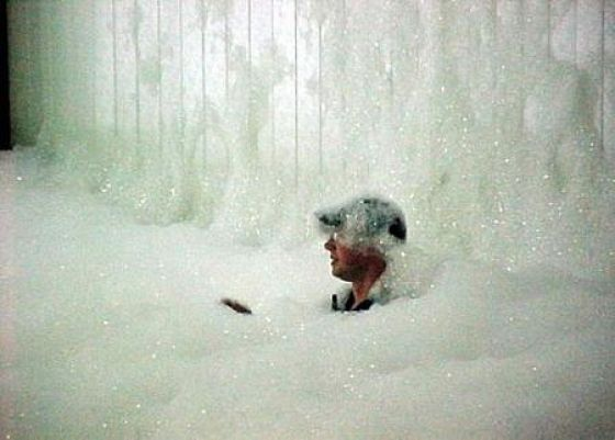 Foam Versus Man (12 pics)