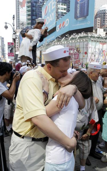 A Kiss to Remember (19 pics)